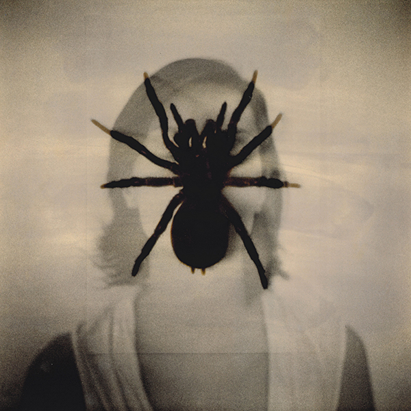 Donna con ragno doppia esposizione